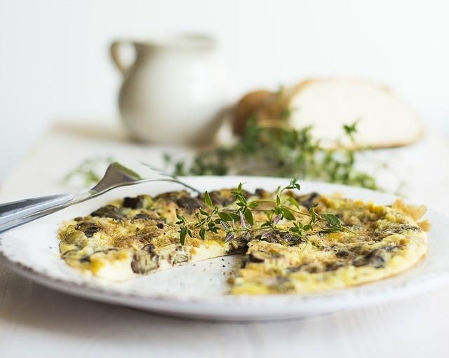 Omelette vegan aux champignon et au thym